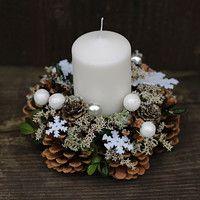 Jídlo a floristika / Zboží | Fler.cz Christmas Table Decorations, Christmas Wreaths, Xmas, Holiday Decor, Home Crafts, Easy Crafts, Candle Rings, Pine Cone Crafts, Pretty Cards