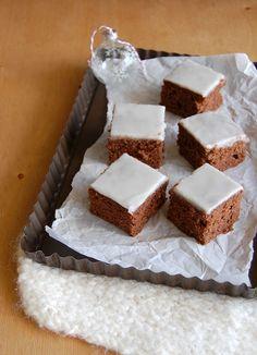 Spiced cake bars (gewürzschnitten) / Bolo de especiarias e chocolate (gewürzschnitten)