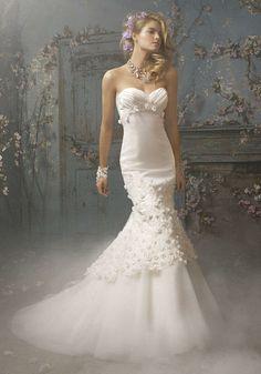 beautiful wedding | Beautiful Wedding Dress with Delicate Decoration