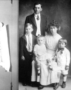 Francis A. Nixon & Hannah Nixon with their children: L-R Harold, Donald, and Richard (later President) Nixon.