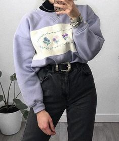 Check to get most up-to-date Hip-hop fashion and footwear that makes it big in the market place. Style Année 90, Looks Style, Mode Style, Cute Casual Outfits, Retro Outfits, Vintage Outfits, 90s Fashion, Korean Fashion, Fashion Outfits