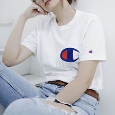 Sneakers outfit - Champion tee (©nikahigashionna)