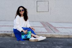 #sisters #look #lucia #myarmyofclothes #blue #skirt #long #white #sweatshirt #metalic #clutch #90splatforms #sport #glassed #mirror #sunglasses #streetstyle #fashion  http://myarmyofclothes.blogspot.com.es