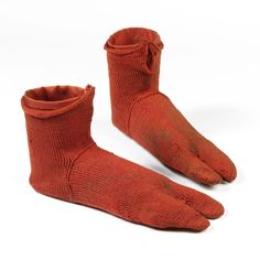 The socks were knitted using the ancient technique of nålbindning, a single-needle sewing method that long predates the two-needle knitting we know today. This is a pair of flame-red wool split-toe socks from AD in flawless condition. Bog Body, Old Bras, V & A Museum, Toe Socks, African Textiles, The V&a, Medieval Art, Victoria And Albert Museum, Blow Your Mind