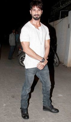 Shahid Kapoor at success bash of 'Tanu Weds Manu Returns'. #Bollywood #Fashion #Style #Handsome