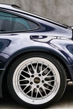Porsche | BETWEEN THE WHITE LINES