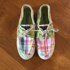 Spring Colored Plaid Sperry's Lightly worn Sperry's, absolutely perfect for spring! No stains or discoloration! Sperry Top-Sider Shoes Sneakers