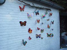 vlinders getekend en ingekleurd met viltstift, daarna geplastificeerd.