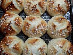 """Pancitos """"Súper esponjosos"""" Receta de Norali - Cookpad Churros, Bagel, Hamburger, Recipies, Bread, Bread Art, Molde, Cake Recipes, Homemade Food"""