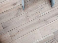 最近、フローリングについての質問を頂いたので、今日は我が家の床材について。フローリングは家の中でも、* 大きな面積を占める* 直接肌に触れるってことでとっ...