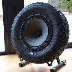 Ein stylischer Speaker gebaut aus einem alten Reifen. So ein Lautsprecher lässt Männerherzen höher schlagen.
