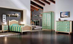WWW.MOBILIFICIOMAIERON.IT - https://www.facebook.com/pages/Arredamenti-Rustici-in-Legno-Maieron/733272606694264 - 0433775330. Camera da letto completa in legno massello di abete colore Verde e bianco. Tutto in legno massello di prima qualità. Composizione composta da: Comò 5 cassettii, Letto singolo, Scrittoio,  Armadio 2 ante 2 cassetti, comodino 3 cassetti Tutto a Euro 2100.00 PREZZI IVA COMPRESA E TRASPORTO ESCLUSO. Spedizioni in tutta italia con la massima serietà.