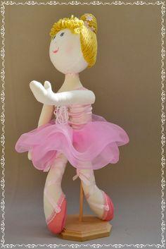 Boneca de pano bailarina.