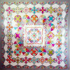look at this masterpiece of Rachelle Denneny! Isn't it just gorgeous? The medallionquilt is made with my upcoming collection FLOW by Zen Chic for Moda