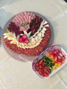 Meat Platter, Food Platters, Plateau Charcuterie, Appetizer Recipes, Appetizers, Party Buffet, Edible Arrangements, Meat And Cheese, Food Decoration