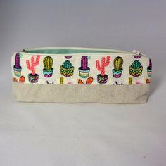Trousse à stylos tendance cactus multicolores #trousse #stylo #cactus