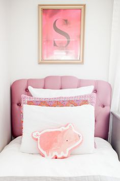 Adorable pink kids bedroom: www. Pink Bedrooms, Girls Bedroom, Bedroom Decor, Baby Decor, Kids Decor, White Painted Furniture, Diy Kitchen Decor, Diy Home Decor Projects, Kid Spaces