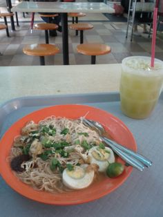 Mee Siam and Sugarcane Juice at Whampoa Food Market, Singapore