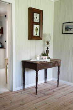 Bordet som står i kjelleren på Aas må vi ta i bruk. Nesten helt likt dette, bare med to skuffer ❤️