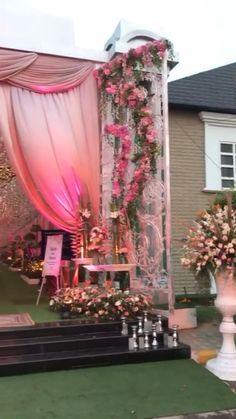 Indian Wedding Theme, Desi Wedding Decor, Wedding Mandap, Backdrop Wedding, Wedding Hall Decorations, Wedding Entrance, Wedding Stage Design, Traditional Wedding Decor, Grass