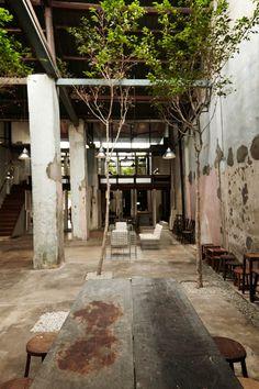 Victoria piece – George Town, Penang Curtains are already increasingly under … Cafe Shop Design, Cafe Interior Design, Interior Architecture, Interior And Exterior, Wabi Sabi, Deco Restaurant, Restaurant Design, Loft Design, House Design