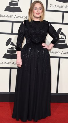 Adele no red carpet do Grammy 2016.