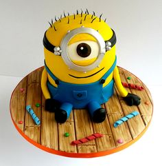 love this minion cake!