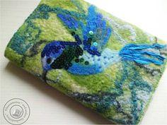 Buchhülle gefilzt Art-Textil perlenbestickt von Filzaccessoires und andere Geschenkideen auf DaWanda.com