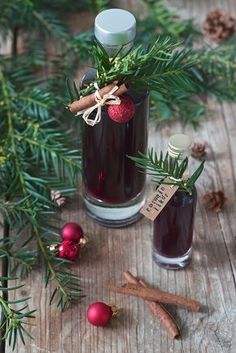 Selbst gemachter Rotweinlikör – Rezept – Sweets & Lifestyle® Homemade red wine liqueur from Sweets & Lifestyle®️ Lillet Berry, Recipe For Teens, Spring Cocktails, Salty Cake, Liqueur, Non Alcoholic, Savoury Cake, Mini Cakes, Clean Eating Snacks