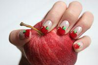 quando la frutta ti arriva fino alle unghie!! bella questa idea con le mele!!
