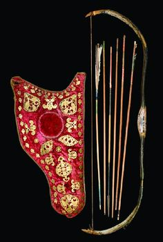 Rare Turkish bow, quiver and six arrows, second half of the century Traditional Bow, Traditional Archery, Turkish Bow, Composite Bow, Types Of Bows, Recurve Bows, Archery Equipment, Bow Arrows, Arm Armor