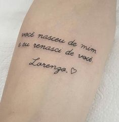 Vou fazer Baby Name Tattoos, Mommy Tattoos, Family Tattoos, Love Tattoos, Small Tattoos, Tatoos, Arrow Tattoos, Tiny Tattoo, Print Tattoos