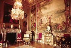 Interior del Palacio de Blenheim, incluyendo una pintura que describe la batalla de Blenheim. El palacio es uno de los escasos exponentes de la arquitectura barroca en Inglaterra.