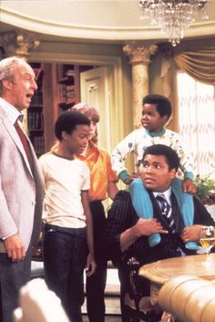 Guest Star Muhammad Ali with Dana Plato (as Kimberly Drummond), Conrad Bains (as Philip Drummond), Todd Bridges (as Willis Jackson) and Gary Coleman (as Arnold Jackson) ~ Diff'rent Strokes ~ Episode Stills ~ Arnold Jackson, Todd Bridges, Dana Plato, Diff'rent Strokes, Muhammad Ali, Classic Tv, American Actors, Picture Photo