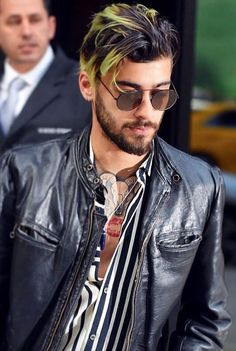 NEW | ZAYN out and about in London rocking a new streaky Green Hairstyle. What a chameleon! Follow rickysturn/ZAYN-malik