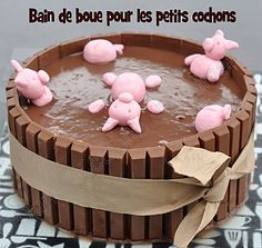 swimming piggies cake