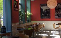 Ahaan by Plah - Street food.  ThaiStreetfoodAHAAN åpnet dørene i 2013 og serverer mat inspirert av hawkers bodene man finner i hele Sørøst-Asia. Her kan man velge om man vil spise eller kun nyte våre signaturdrinker i en av salongene.