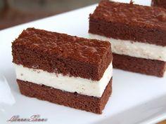 Cunoscuta prajiturica pentru copii din comert Milch Schnitte sau in traducere Felia cu lapte :P, poate fi de-acum si pe mesele voastre datorita acestei retete minunate!!! E prajitura preferata a cop... Something Sweet, Tiramisu, Food And Drink, Sweets, Snacks, Cookies, Cake, Ethnic Recipes, Drinks