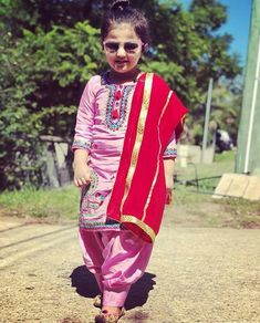 parleen Mother Daughter Fashion, Cute Baby Girl Pictures, Kids Suits, Baby Suit, Embroidery Suits, Toddler Girl Outfits, Indian Designer Wear, Summer Wear, Baby Dress