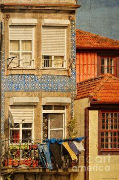 A delightful city scene from Porto Portugal by Mary Machare! ©