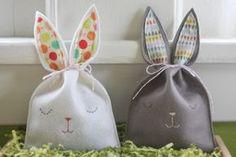 Felt bunny goody bags-doing for Easter! Spring Crafts, Holiday Crafts, Holiday Fun, Holiday Tree, Winter Holiday, Goody Bags, Felt Bunny, Easter Bunny, Happy Easter