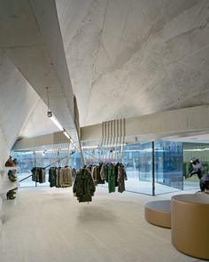 ::RETAIL:: PEDROCCHI ARCHITEKTEN, FOEGER WOMAN PURE: concrete archiboner. photo ruedi walti aussen.