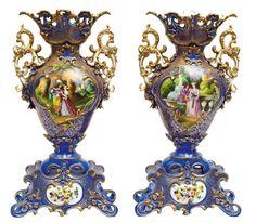 """Par de monumentais ânforas em porcelana francesa """"Vieux Paris"""", séc. XIX, esmaltadas no cent"""