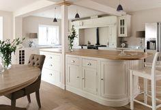 Costco - Royal Kensington Kitchens with support pillar Kitchen Diner Extension, Open Plan Kitchen, Country Kitchen, New Kitchen, Kitchen Family Rooms, Living Room Kitchen, Costco Kitchen Cabinets, Kitchen Interior, Kitchen Decor