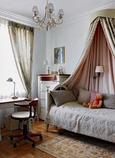Детская комната - шторы с бахромой, балдахин, подушки, покрывало