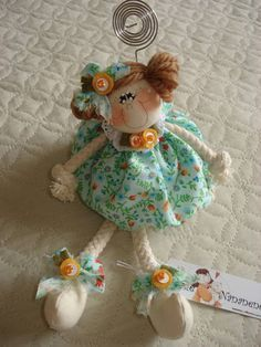 1 million+ Stunning Free Images to Use Anywhere Diy And Crafts, Crafts For Kids, Clothespin Dolls, Felt Patterns, Fairy Dolls, Felt Dolls, Doll Crafts, Doll Face, Doll Accessories