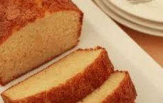 Vetvrije appelmoescake Ingrediënten: 150 gr zelfrijzend bakmeel 3 eieren 150 gr basterd suiker 150 gram appelmoes evt kaneel Bereidingswijze: 1. Klop de eieren en suiker luchtig. 2. De appelmoes en zelfrijzend bakmeel langzaam toevoegen aan het mengsel. 3. Giet het in een kleine siliconen bakvorm. 4. Stop de cake 60 minuten in een op 180 graden voorverwarmde oven. Tip: Roer wat kaneel naar smaak door het beslag Suiker en ei kun je ook minderen: voeg ½banaan toe per ei