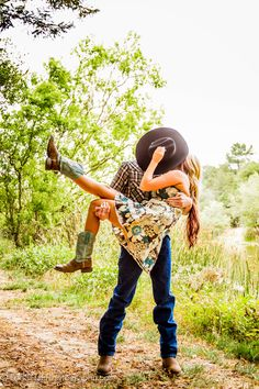Jeremy & Ashley's Engagement photo session. Perfect day for a shoot, cloudy and overcast. Equipment: Canon 7D, Canon 17-40 4L & 70-200 2.8L