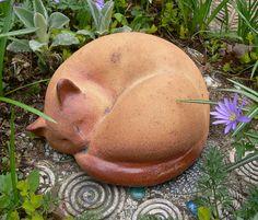 KATZE, schlafend de Werkstatt für Gartenkeramik Brigitte Peglow sur DaWanda.com