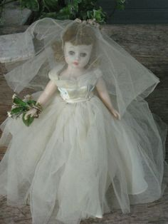 """Vintage Madame Alexander """"Cissette"""" bride doll."""